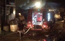 Hỏa hoạn thiêu rụi 3 công ty gỗ trong đêm