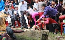 Bất chấp lệnh cấm, quan họ vẫn ngả nón xin tiền ở hội Lim