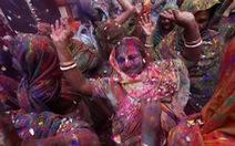 Góa phụ Ấn ăn mừng Holi, phá vỡ tập tục bất công