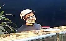 Công an thông báo truy tìm đối tượng cướp tiệm vàng táo tợn