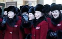 Dàn nhạc mỹ nữ của Triều Tiên cập cảng Hàn Quốc