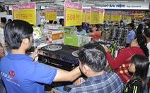 Siêu thị Co.opmart Hồng Ngự tấp nập khách nhờ giảm giá mạnh