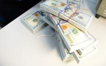 Dự trữ ngoại hối kỷ lục 57 tỉ USD, giá đô liên tiếp giảm