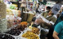 """Tràn ngập mứt tết """"3 không"""" ở chợ Sài Gòn"""