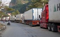 Tết đến, nông sản lại ùn ứ ở cửa khẩu chờ sang Trung Quốc