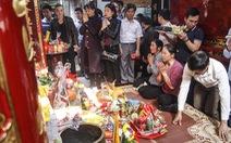 Đại biểu ném tiền, cướp lộc tại đền Trần sẽ bị phê bình nhắc nhở