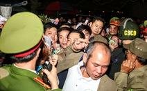 Hàng nghìn đại biểu chen lấn trước giờ khai ấn đền Trần