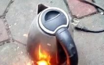 Coi chừng ấm siêu tốc bỗng dưng phát hỏa