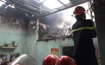 Nhà vắng chủ phát hỏa cháy lan nhà bên cạnh