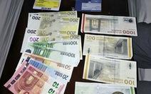 Tìm khách nước ngoài bỏ quên giấy tờ và tiền bạc trên tàu lửa