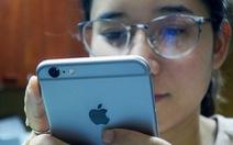 Vẫn hoãn thụ lý vụ kiện Apple làm chậm iPhone