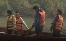 9 người bốc vác thuê đuối nước trên sông Hồng gần biên giới