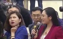 'Đại nhà báo' Trung Quốc 'hứng đá' vì khinh thường đồng nghiệp
