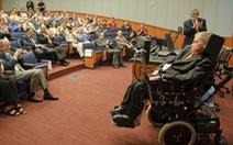 Stephen Hawking, người khiêu vũ với... xe lăn