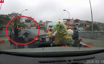 Xác minh nữ tài xế quay đầu ôtô trên cầu, gây gổ người đi xe máy