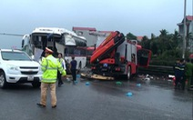 Cảnh sát chữa cháy trong vụ xe cứu hỏa tông xe khách tử vong