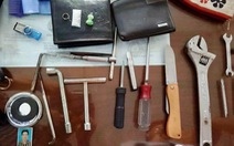 Bắt hai 'quái xế' cướp giật, rút dao tấn công cảnh sát đặc nhiệm