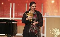 Cô giáo ngày ngày đón trò ở cổng được trao thưởng 1 triệu USD