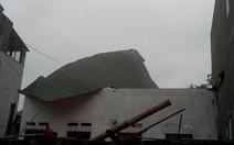 Giông lốc làm tốc mái hơn 660 ngôi nhà ở các tỉnh