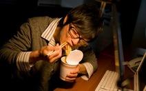 8 tai họa khi ăn tối muộn