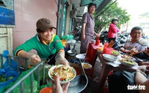 Rong ruổi gánh mì Phú Chiêm