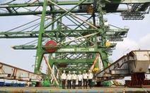 Cẩu trục khủng 'Made in Vietnam' lên tàu đến Ấn Độ