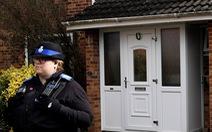 Cha con điệp viên Skripal bị đầu độc trước cửa nhà