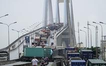 Gắn thiết bị giám sát giao thông ở cầu Phú Mỹ