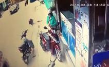 Truy bắt thanh niên rút dao cướp điện thoại ở Bình Chánh