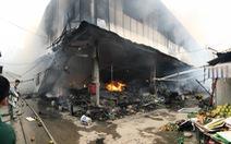 Cháy lớn tại chợ Quang ở xã Thanh Liệt, Hà Nội