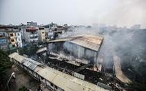 Cảnh tan hoang sau vụ cháy chợ Quang