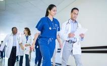 Bác sĩ, sinh viên y Canada phản đối vì được... tăng lương
