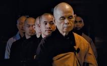 Thong dong cùng thiền sư Thích Nhất Hạnh trong Walk with me
