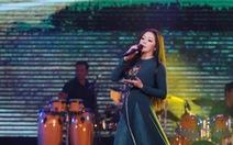 'Người tình mùa đông' Như Quỳnh 'đốt nóng' hơn 2.000 khán giả