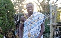 Tù trưởng Đông Phi làm vườn ở Canada lấy tiền giúp dân