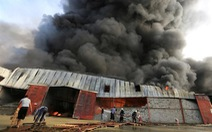 Cháy rụi 50 tấn lương thực và hàng hóa cứu trợ ở Yemen