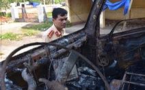 Xe cháy ngùn ngụt sau tai nạn, một người chết thảm