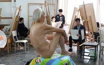 Cụ ông U90 vẫn yêu nghề người mẫu khỏa thân
