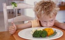 Làm gì khi bé kén ăn?