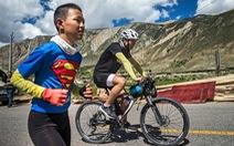 Bài học đầu đời cho con trai: đạp xe chinh phục Tây Tạng