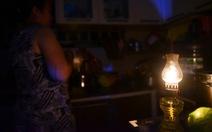 Cư dân Carina sống trong cảnh đèn dầu