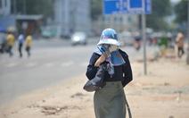 Người Sài Gòn mệt mỏi với cái nóng hầm hập giữa trưa