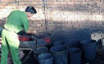 Trộn... bột than trong pin Con Ó vào vỏ, phế phẩm cà phê