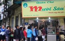 Dân Hà Nội xếp hàng mua bánh đón Tết Hàn thực