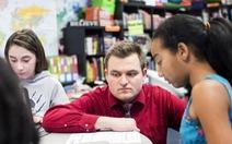 Thầy giáo trẻ 'làm mọi thứ để học sinh thấy được yêu thương'
