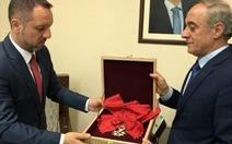 Syria trả lại huân chương cho Pháp kèm lời chửi xéo