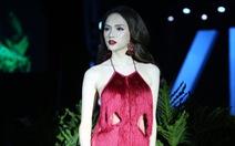 Hoa hậu chuyển giới quốc tế Hương Giang làm vedette trên sàn diễn