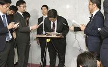 Bộ trưởng giáo dục Nhật xin lỗi vì đi xe công tới lớp yoga