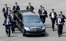 Vệ sĩ chạy bộ hộ tống Kim Jong Un quay về Triều Tiên nghỉ trưa