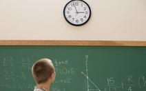 Các trường Anh tháo bỏ đồng hồ vì học sinh không biết coi giờ